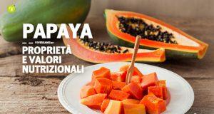 Immagine di una papaya tagliata a pezzi e posta su un piatto