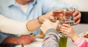 Quanta acqua bere durante i pasti