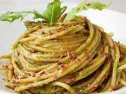 spaghetti con rucola e semi di lino