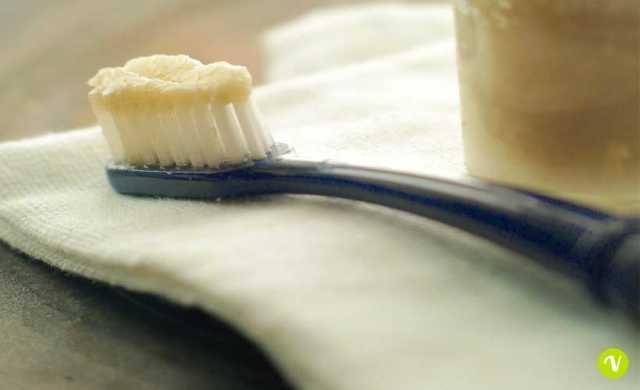 Dentifricio antibatterico all'aloe