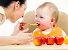Svezzamento del neonato: come farlo correttamente