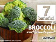 Cime di broccoli in un contenitore di legno