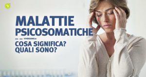 Donna con stress e mal di testa di origine psicosomatica