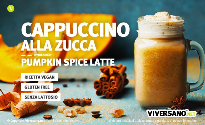Bicchiere pieno di Pumpkin latte, il cappuccino alla zucca