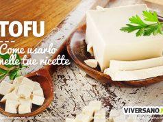 Tofu fresco tagliato a dadini sopra un tavolo