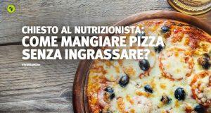 Pizza calda sopra un tavolo - Fa ingrassare?