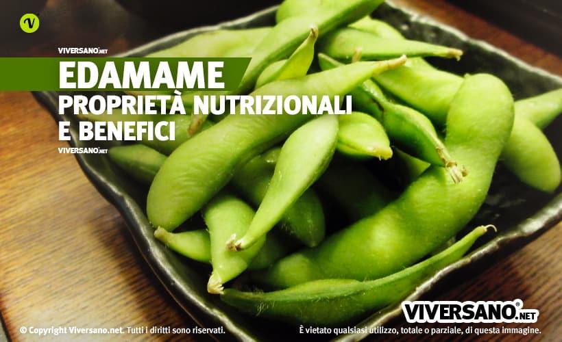Fagioli di soia verde in un recipiente